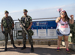 31.07.2016, Berg Corcovado Rio de Janeiro, BRA, Rio 2016, Olympische Sommerspiele, Vorberichte, im Bild Soldaten und Touristen // Soldiers and tourists during preparation for the Rio 2016 Olympic Summer Games at the Corcovado Mountain in Rio de Janeiro, Brazil on 2016/07/31. EXPA Pictures © 2016, PhotoCredit: EXPA/ Johann Groder