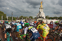 LONDON UK 30TH JULY 2016:  Buckingham Palace Queen Victoria Memorial Classique Cyclists. The Prudential RideLondon Classique elite womens' race. Prudential RideLondon in London 30th July 2016<br /> <br /> Photo: Jon Buckle/Silverhub for Prudential RideLondon<br /> <br /> Prudential RideLondon is the world's greatest festival of cycling, involving 95,000+ cyclists – from Olympic champions to a free family fun ride - riding in events over closed roads in London and Surrey over the weekend of 29th to 31st July 2016. <br /> <br /> See www.PrudentialRideLondon.co.uk for more.<br /> <br /> For further information: media@londonmarathonevents.co.uk