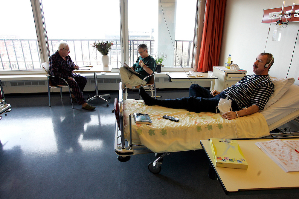 The Hague. Hospital. MCH. Medisch Centrum Haaglanden. People in their hospital room..Photo: Gerrit de Heus