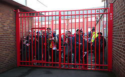 Nottingham Forest and Arsenal fans try to catch a glimpse of the Arsenal team arriving at The City Ground for the FA Cup third round tie - Mandatory by-line: Robbie Stephenson/JMP - 07/01/2018 - FOOTBALL - The City Ground - Nottingham, England - Nottingham Forest v Arsenal - Emirates FA Cup third round proper