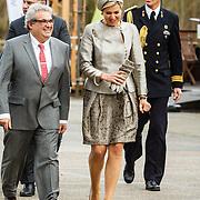 NLD/Amsterdam/20160309 - Koningin Maxima aanwezig bij 10 jarig bestaan Leerorkest Lustrumconcert, aankomst