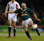Twickenham, GREAT BRITAIN, Ricky JANUARIE, kicks clear from the back of the scrum, during the, Investec 2006 Rugby Challenge, England vs South Africa, at Twickenham Stadium, ENGLAND on Sat 25.11.2006. [Photo, Peter Spurrier/Intersport-images]