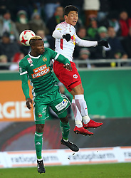 26.11.2017, Allianz Stadion, Wien, AUT, 1. FBL, SK Rapid Wien vs FC Red Bull Salzburg, 16. Runde, im Bild Boli Bolingoli Mbombo (SK Rapid Wien) und Hee Chan Hwang (FC Red Bull Salzburg) // during Austrian Football Bundesliga Match, 16th Round, between SK Rapid Vienna and FC Red Bull Salzburg at the Allianz Arena, Vienna, Austria on 2017/11/26. EXPA Pictures © 2017, PhotoCredit: EXPA/ Thomas Haumer