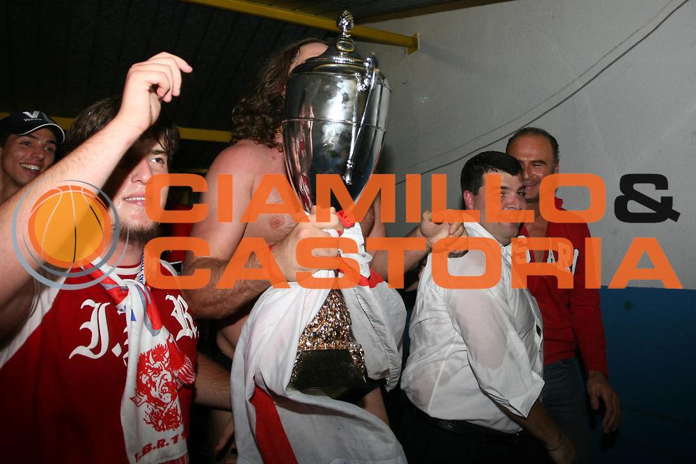 DESCRIZIONE : Pavia Lega A2 2006-07 Playoff Finale Gara 4 Edimes Pavia Scavolini Spar Pesaro<br /> GIOCATORE : Alessandro Ramagli Stafno Vellucci<br /> SQUADRA : Scavolini Spar Pesaro<br /> EVENTO : Campionato Lega A2 2006-2007 Playoff Finale Gara 4<br /> GARA : Edimes Pavia Scavolini Spar Pesaro<br /> DATA : 03/06/2007 <br /> CATEGORIA : Esultanza<br /> SPORT : Pallacanestro <br /> AUTORE : Agenzia Ciamillo-Castoria/S.Ceretti