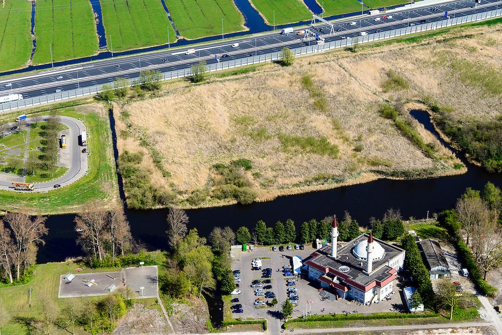 Nederland, Noord-Holland, Zaandam, 20-04-2015; de wijk Poelenburg, met de Sultan Ahmet Moskee en rijksweg A10 (Coentunnelweg). Aan de andere kant van de snelweg de Polder Oostzaan.<br /> Main road A8 near Zaandam on the border of a residential area and a polder.<br /> <br /> luchtfoto (toeslag op standard tarieven);<br /> aerial photo (additional fee required);<br /> copyright foto/photo Siebe Swart
