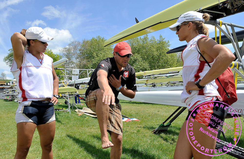(L) MAGDALENA FULARCZYK & (C) TRAINER COACH MARCIN WITKOWSKI & (R) JULIA MICHALSKA (ALL POLAND) AFTER THEIR TREINING SESSION ON KARAPIRO LAKE TWO DAYS BEFORE REGATTA WORLD ROWING CHAMPIONSHIPS ON KARAPIRO LAKE IN NEW ZEALAND...NEW ZEALAND , KARAPIRO , OCTOBER 29, 2010..( PHOTO BY ADAM NURKIEWICZ / MEDIASPORT )..PICTURE ALSO AVAIBLE IN RAW OR TIFF FORMAT ON SPECIAL REQUEST.