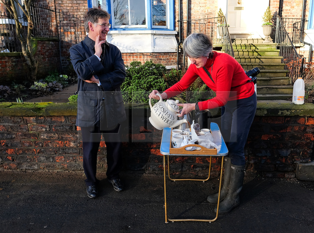 &copy; Licensed to London News Pictures. 29/12/15<br /> York, UK. <br /> <br /> Local resident Louise Amende makes tea for her neighbours as the community comes together to help each other as flood water begins to subside on Huntington Road in York. Further rainfall is expected over coming days as Storm Frank approaches the east coast of the country.<br /> <br /> Photo credit : Ian Forsyth/LNP