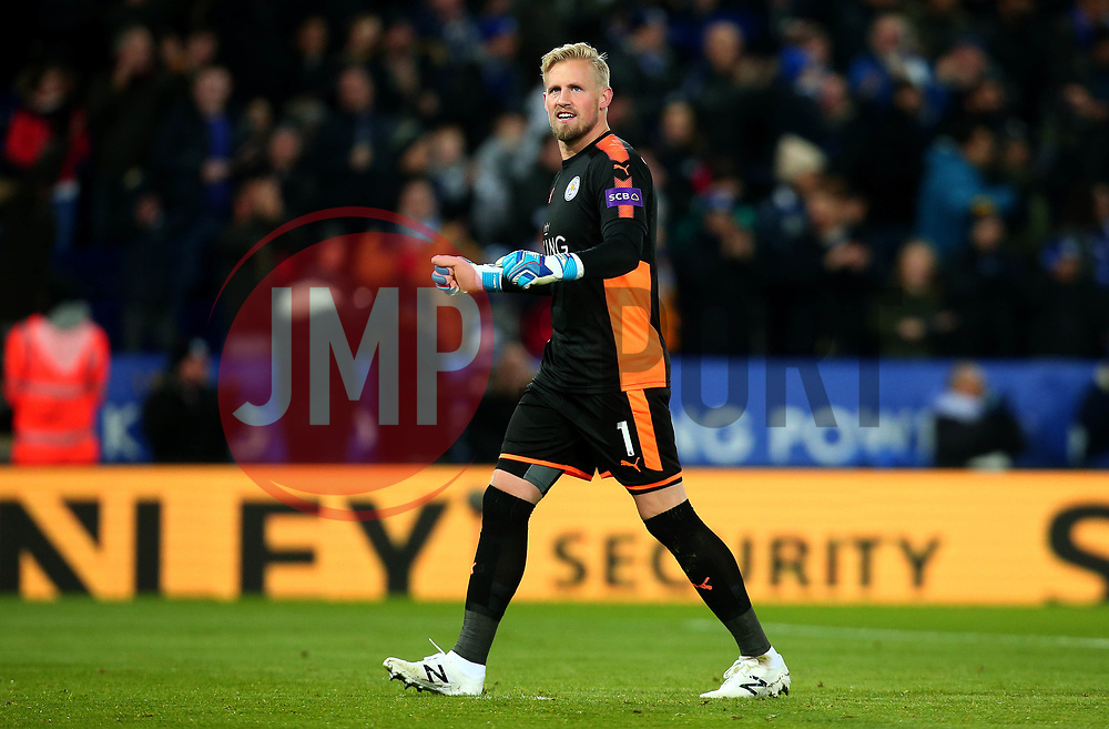 Kasper Schmeichel of Leicester City celebrates Jamie Vardy of Leicester City scoring a goal to make it 1-0 - Mandatory by-line: Robbie Stephenson/JMP - 28/11/2017 - FOOTBALL - King Power Stadium - Leicester, England - Leicester City v Tottenham Hotspur - Premier League