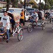 Vertrek fietsers tocht rond het IJsselmeer met oa riksja's Christelijk Gereformeerde Kerk Bakboord 72
