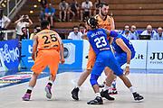DESCRIZIONE : Trento Nazionale Italia Maschile Trentino Basket Cup Italia Paesi Bassi Italy Netherlands <br /> GIOCATORE : Sean Cunningham<br /> CATEGORIA : Palleggio Penetrazione Controcampo Blocco<br /> SQUADRA : Italia Italy<br /> EVENTO : Trentino Basket Cup<br /> GARA : Italia Paesi Bassi Italy Netherlands<br /> DATA : 30/07/2015<br /> SPORT : Pallacanestro<br /> AUTORE : Agenzia Ciamillo-Castoria/GiulioCiamillo<br /> Galleria : FIP Nazionali 2015<br /> Fotonotizia : Trento Nazionale Italia Uomini Trentino Basket Cup Italia Paesi Bassi Italy Netherlands