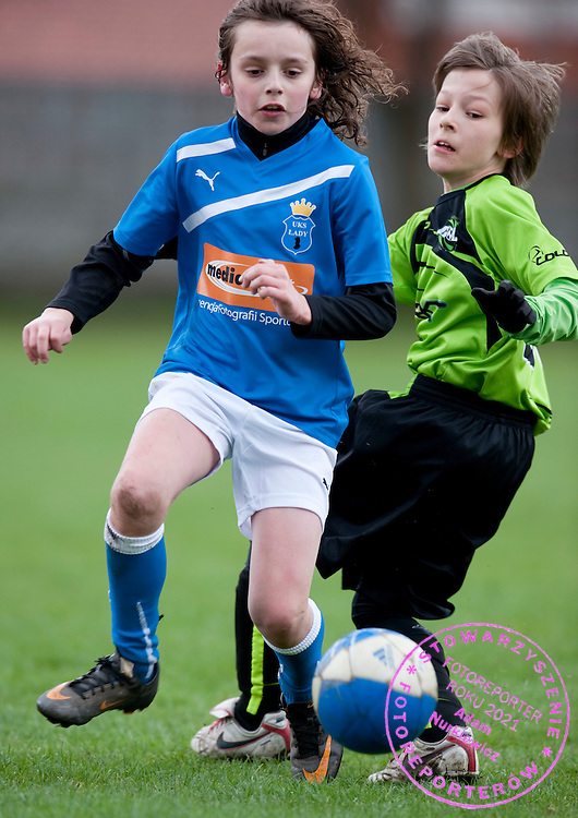 (L) JAKUB GUT (UKS LADY) FIGHTS FOR THE BALL DURING 13. ROUND SEASON 2010/2011 SOCCER LEAGUE FOR JUNIORS 1998 (UNDER'13) MATCH BETWEEN UKS LADY AND GOL WARSZAWA IN LADY NEAR WARSAW...WARSAW , POLAND , APRIL 9, 2011..( PHOTO BY ADAM NURKIEWICZ / MEDIASPORT ).