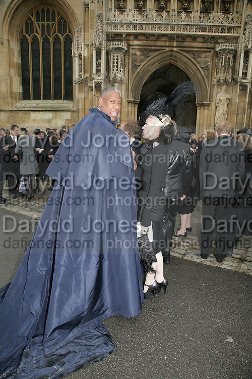 Andre Leon Talley and Daphne Guinness, Funeral for Isabella Blow. Gloucester Cathedral. 15 May 2007.  -DO NOT ARCHIVE-© Copyright Photograph by Dafydd Jones. 248 Clapham Rd. London SW9 0PZ. Tel 0207 820 0771. www.dafjones.com.