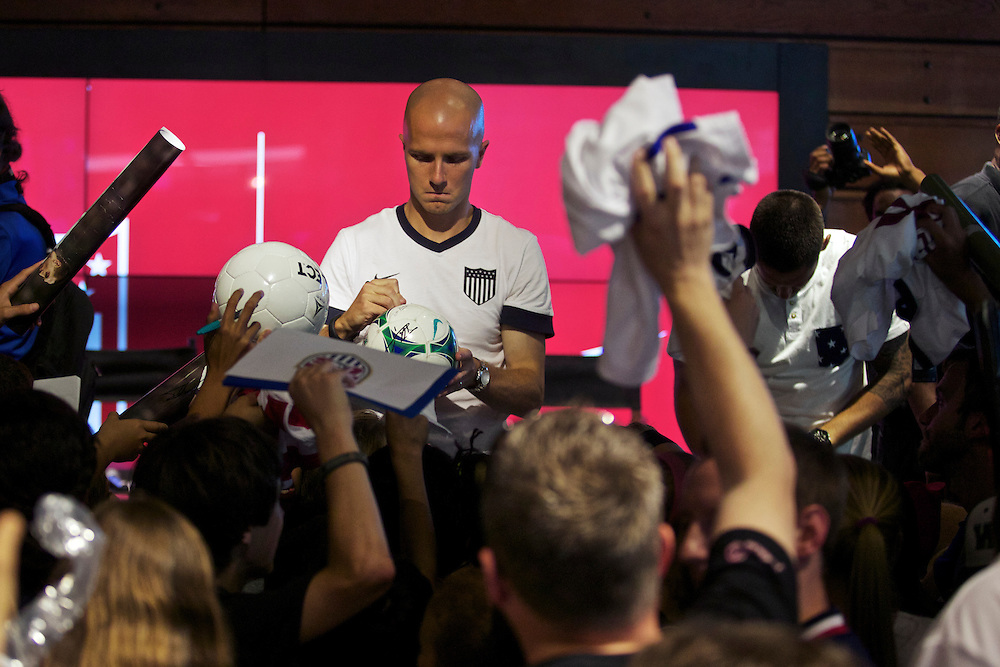 US men's national Soccer team visits nike store in Georgetown to meet fans.