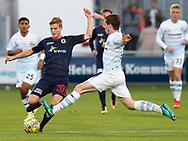 FODBOLD: Frederik Møller (AGF) blokeres af Nicolas Mortensen (FC Helsingør) under kampen i ALKA Superligaen mellem FC Helsingør og AGF den 29. september 2017 på Helsingør Stadion. Foto: Claus Birch