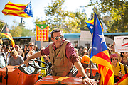 Member of the Catalunya Farmers Union smiles while sitting on his tractor surrounded by Catalunya estelada flags Editorial and Commercial Photographer based in Valencia, Spain |Portraits, Hospitality, News, Sports, Media Coverage for Events