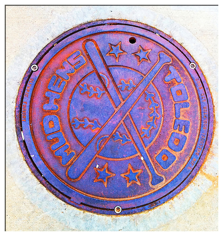 Toledo Mudhens manhole cover in Toledo, Ohio