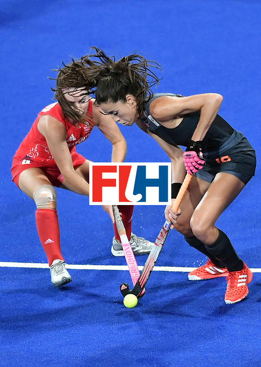 Netherlands' Naomi van As (R) vies with Britain's Laura Unsworth during the women's Gold medal hockey Netherlands vs Britain match of the Rio 2016 Olympics Games at the Olympic Hockey Centre in Rio de Janeiro on August 19, 2016. / AFP / Pascal GUYOT        (Photo credit should read PASCAL GUYOT/AFP/Getty Images)