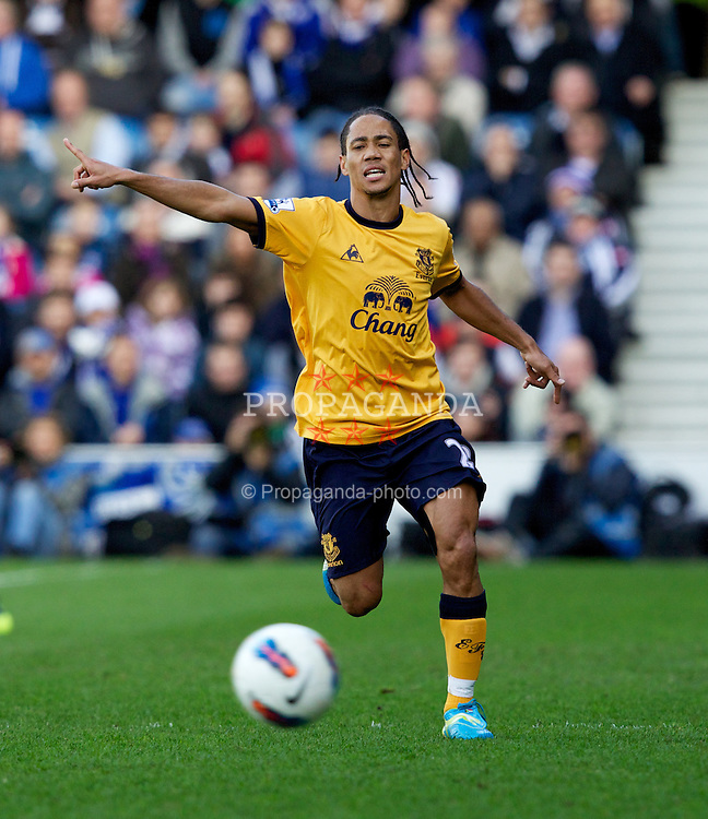 LONDON, ENGLAND - Saturday, March 3, 2012: Everton's Steven Pienaar in action against Queens Park Rangers during the Premiership match at Loftus Road. (Pic by Vegard Grott/Propaganda)