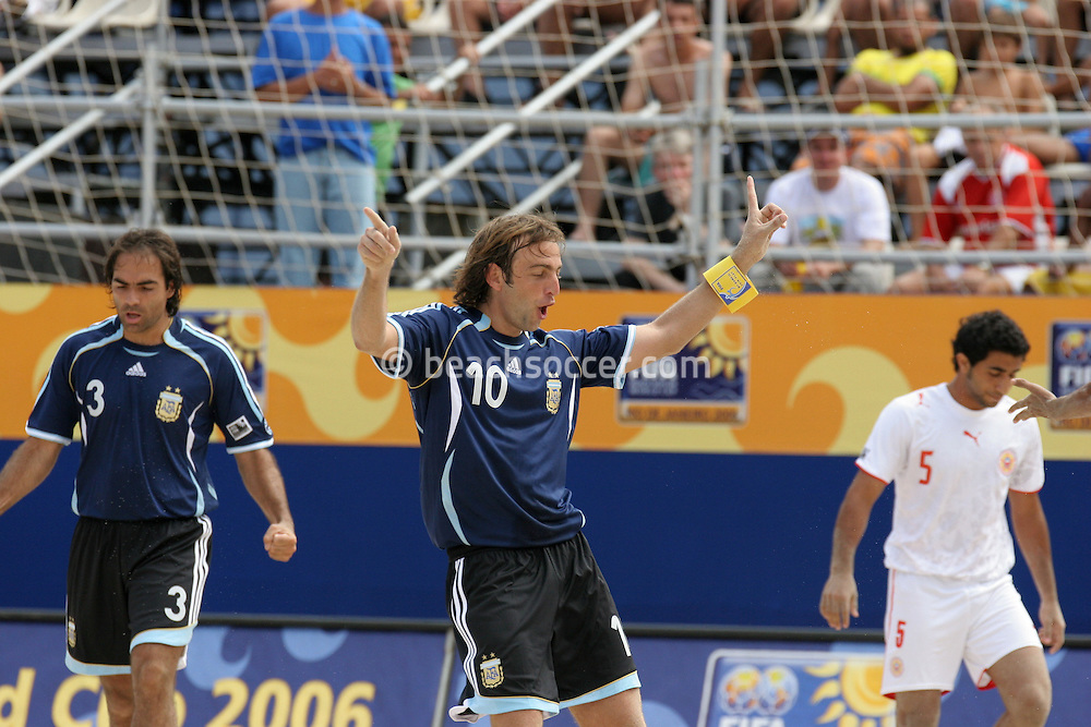 "Footbal-FIFA Beach Soccer World Cup 2006 -  Oficial Games BHR x ARG - Hilaire celebrates twith the ""checken dance- Brazil - 04/11/2006.<br />