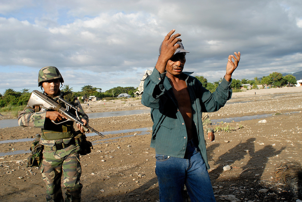 A man called Julio is arrested after a number of houses are burnt to the ground and a man brutally attacked. Violence continues to plague Dili as continual clashes erupt between Easterners ( Lorosae) and Westerners (Loromonu) in Dili..Comora, Dili, East Timor 080606