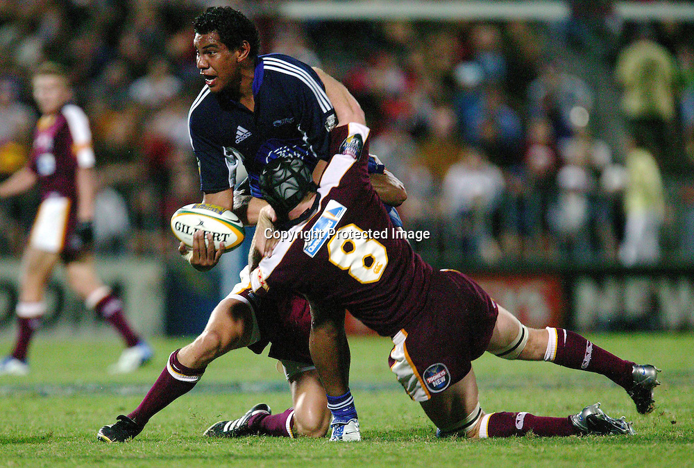 13 March, 2004. Ballymore, Brisbane, Australia. Rugby Union Super 12. Auckland Blues v Queensland Reds. Blues forward Bradley Mika tries to offload the ball. The Blues lost the match, 20 - 3.<br />Pic: Hannah Johnston/Photosport