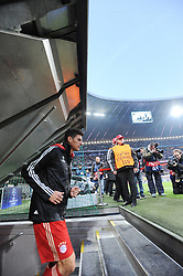 17.04.2012, Allianz Arena, Muenchen, GER, UEFA CL, Halblfinal-Hinspiel, FC Bayern Muenchen (GER) vs Real Madrid (ESP), im Bild Der Matchwinner Mario GOMEZ (FC Bayern Muenchen) betritt den Rasen der Allianz Arena zum Hinspiel des Champions League Halbfinales gegen Real Madrid. // during the UEFA Championsleague Halffinal 1st Leg Match, between FC Bayern Munich (GER) and Real Madrid (ESP), at the Allianz Arena, Munich, Germany on 2012/04/17. EXPA Pictures © 2012, PhotoCredit: EXPA/ Eibner/ Wolfgang Stuetzle..***** ATTENTION - OUT OF GER *****