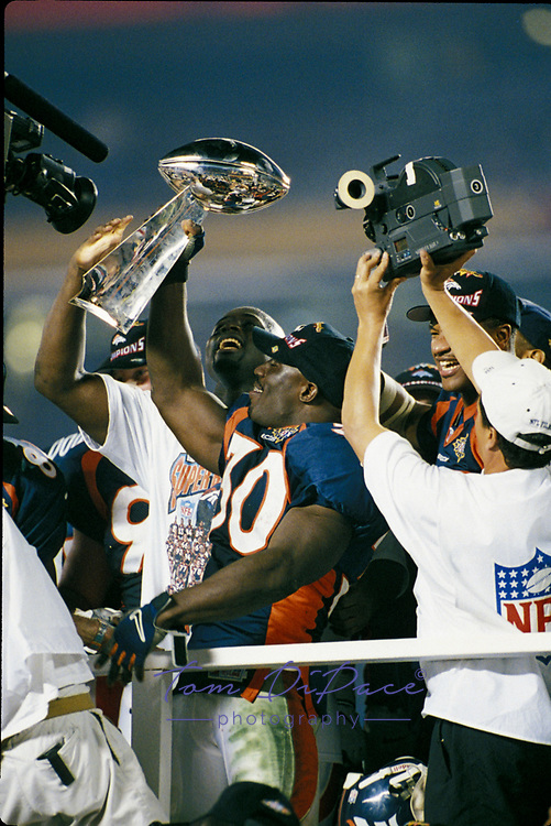 &copy;2006 Tom DiPace Photography<br />