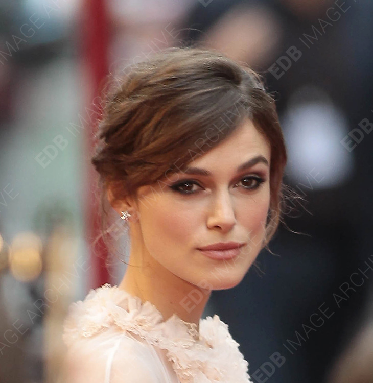 04.SEPTEMBER.2012. LONDON<br /> <br /> KEIRA KNIGHTLEY ATTENDS THE UK FILM PREMIERE OF HER NEW FILM ANNA KARENINA AT THE ODEON CINEMA, LEICESTER SQAURE.<br /> <br /> BYLINE: EDBIMAGEARCHIVE.CO.UK<br /> <br /> *THIS IMAGE IS STRICTLY FOR UK NEWSPAPERS AND MAGAZINES ONLY*<br /> *FOR WORLD WIDE SALES AND WEB USE PLEASE CONTACT EDBIMAGEARCHIVE - 0208 954 5968*