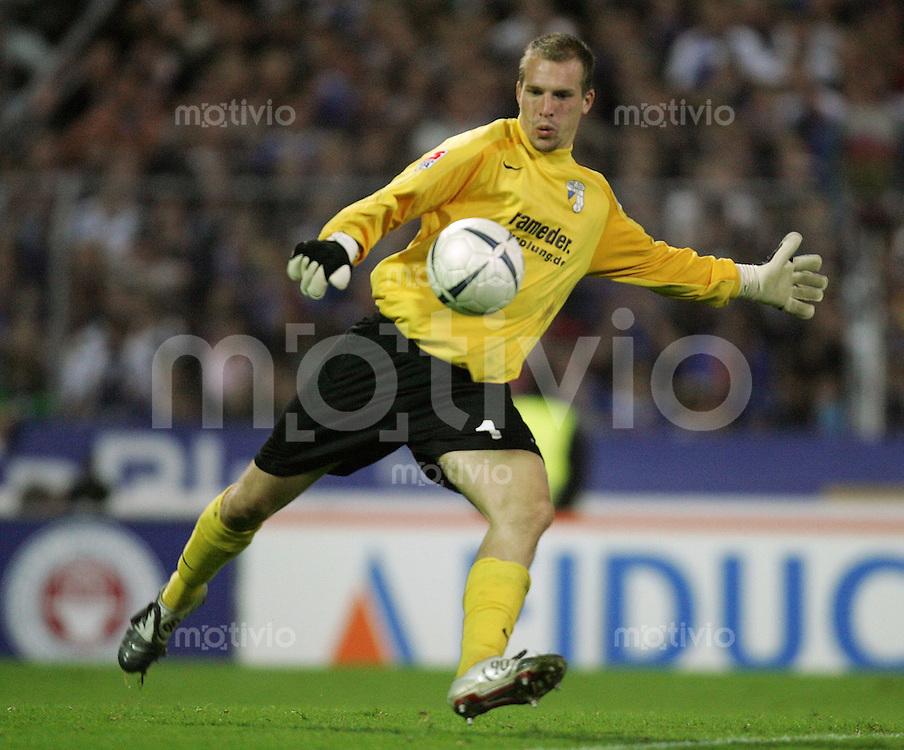 Karlsruhe , 201006 , Saison 2006/2007 ; Fussball 2.Bundesliga Karlsruher SC - FC Carl Zeiss Jena  Torwart Christian PERSON (Jena)