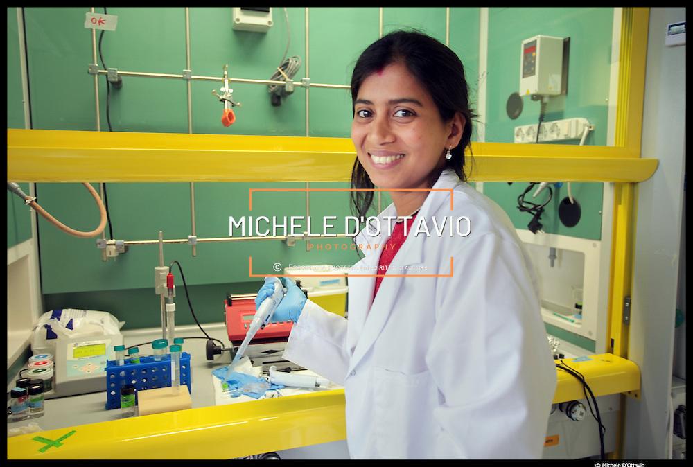Istituto Italiano di Tecnologia di Genova,.. nella foto:  Nanochemistry ..laboratori di chimica e biologia dove vengono sintetizzati nuovi materiali nanoscopici..per applicazioni innovative (energia, drug delivery, ecc)