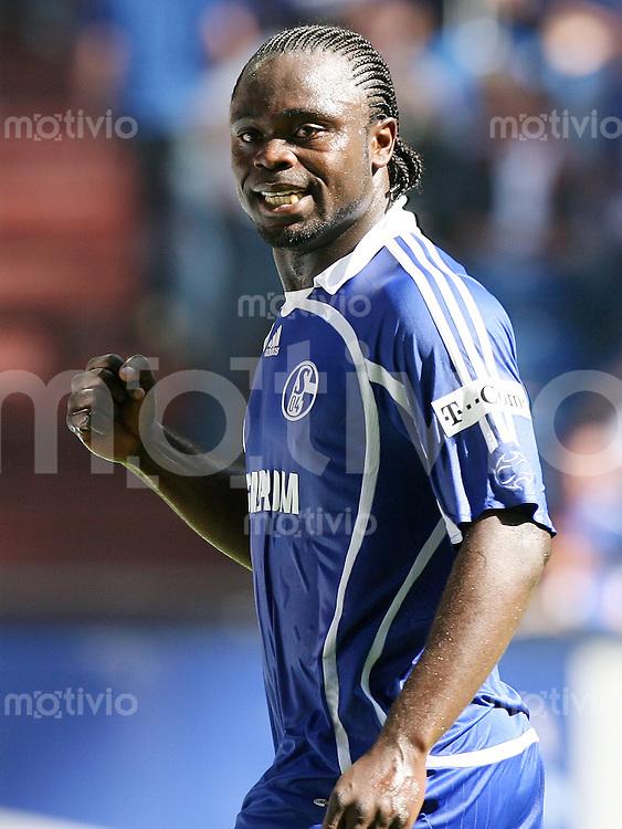 Fussball   1. Bundesliga   Saison 2006/2007   32. Spieltag FC Schalke 04 - 1. FC Nuernberg               Gerald ASAMOAH (Schalke) ballt die Faust