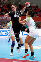 30-11-2019 JAP: Netherlands - Slovenia, Kumamoto<br /> First day 24th IHF Womenís Handball World Championship, Netherlands lost the first match against Slovenia with 26 - 32. / Laura van der Heijden #6 of Netherlands