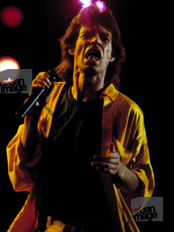 Mick Jagger performs at Live Aid Philadelphia - 1985