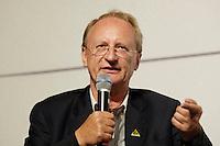 """22 AUG 2005, BERLIN/GERMANY:<br /> Klaus Staeck, Grafiker, waehrend einer Diskussion zum Thema """"7 Jahre rot-gruene Kulturpolitik"""", Palais der Kulturbrauerei<br /> IMAGE: 20050822-03-073"""