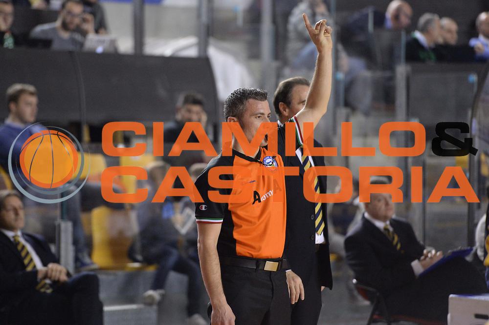DESCRIZIONE : Campionato 2013/14 Acea Virtus Roma - Sutor Montegranaro<br /> GIOCATORE : Gianluca Calbucci<br /> CATEGORIA : Arbitro Referee Mani<br /> SQUADRA : AIAP<br /> EVENTO : LegaBasket Serie A Beko 2013/2014<br /> GARA : Acea Virtus Roma - Sutor Montegranaro<br /> DATA : 18/01/2014<br /> SPORT : Pallacanestro <br /> AUTORE : Agenzia Ciamillo-Castoria / GiulioCiamillo<br /> Galleria : LegaBasket Serie A Beko 2013/2014<br /> Fotonotizia : Campionato 2013/14 Acea Virtus Roma - Sutor Montegranaro<br /> Predefinita :