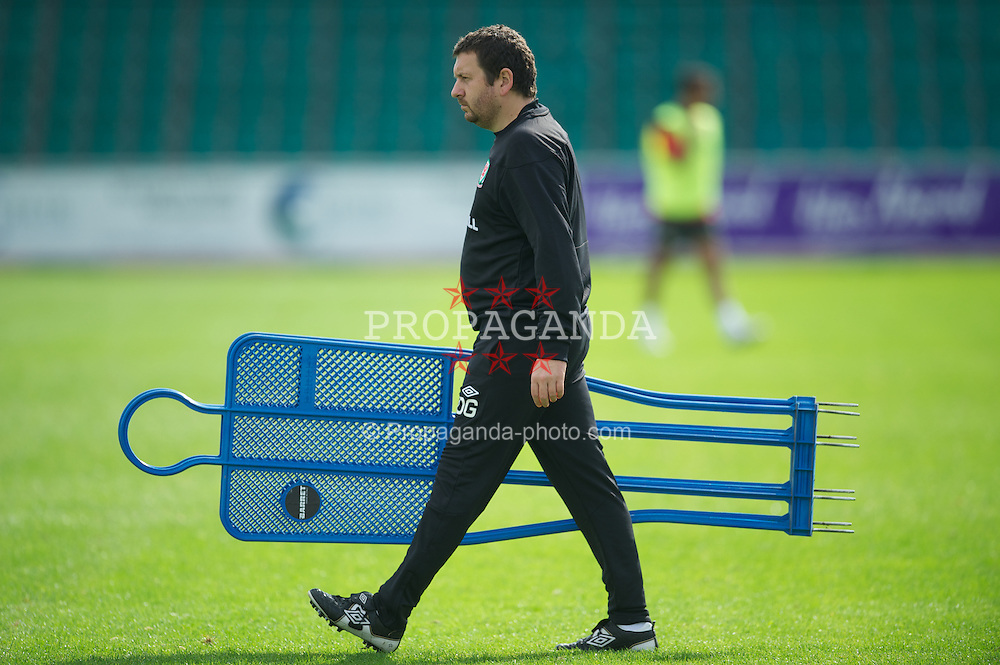 NEWPORT, WALES - Wednesday, August 31, 2011: Wales' equipment manager David Griffiths during a training session at the Newport Stadium ahead of the UEFA Euro 2012 Qualifying Group G match against Montenegro. (Pic by David Rawcliffe/Propaganda)