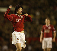 Photo: Aidan Ellis.<br /> Manchester United v Portsmouth. The FA Cup. 27/01/2007.<br /> united's Ji Sung Park is annoyed with himself for missing a chance to score