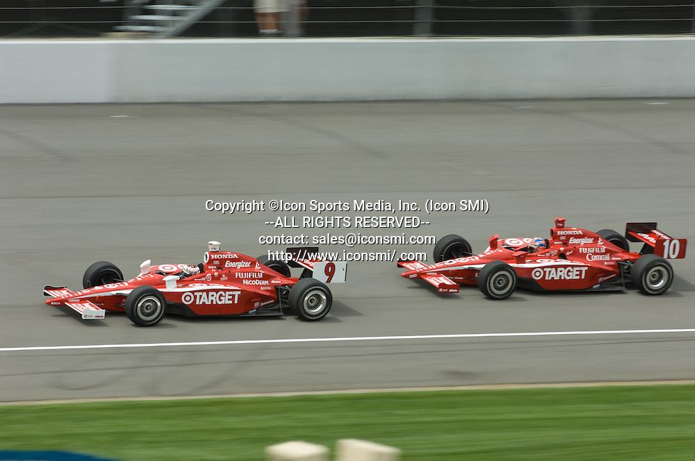 4 August 2007: Scott Dixon and Dan Wheldon at the Firestone 400 at Michigan International Speedway, Brooklyn, Michigan