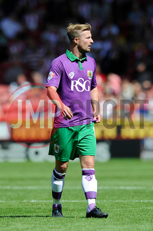 Bristol City goal scorer, Wade Elliott wears the purple and green third kit  - Photo mandatory by-line: Dougie Allward/JMP - Mobile: 07966 386802 09/08/2014 - SPORT - FOOTBALL - Sheffield - Bramal Lane - Sheffield United v Bristol City - Sky Bet League One - First game of the season