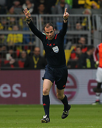 17.04.2016, Signal Iduna Park, Dortmund, GER, 1. FBL, Borussia Dortmund vs Hamburger SV, 30. Runde, im Bild Marco Fritz (Schiedsrichter, Referee) // during the German Bundesliga 30th round match between Borussia Dortmund and Hamburger SV at the Signal Iduna Park in Dortmund, Germany on 2016/04/17. EXPA Pictures © 2016, PhotoCredit: EXPA/ Eibner-Pressefoto/ Deutzmann<br /> <br /> *****ATTENTION - OUT of GER*****