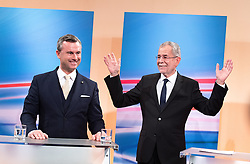 04.12.2016, Hofburg, Wien, AUT, TV- Einsteig anlässlich der Wiederholung der Stichwahl der Präsidentschaftswahl, im Bild v.l.n.r. FPÖ-Präsidentschaftskandidat Norbert Hofer und Präsidentschaftskandidat Alexander Van der Bellen // f.l.t.r. Candidate for Presidential Elections Norbert Hofer (Austrian Freedom Party) and Candidate for Presidential Elections Alexander Van der Bellen at the first televeision meeting during the austrian presidential elections at Hofburg palace in Vienna, Austria on 2016/12/04, EXPA Pictures © 2016, PhotoCredit: EXPA/ Michael Gruber