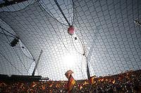 Fussball WM 2006        Deutschland - Schweden Tausende Fans schwenken Deutschlandflaggen im Olympiastadion in Muenchen.