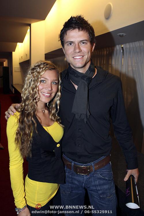 NLD/Tilburg/20080120 - Premiere musical Fame, Simon keizer en partner Annemarie Hoek