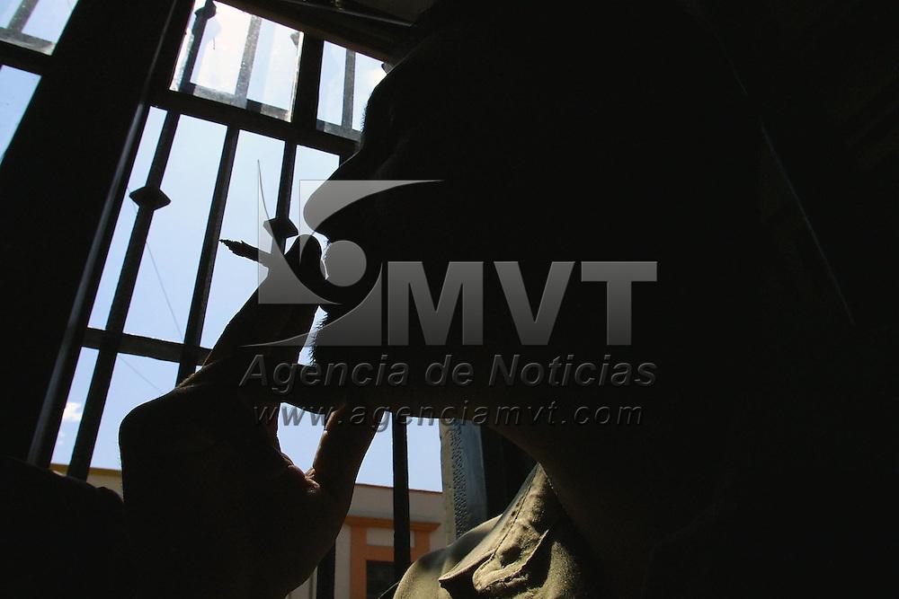 Toluca, M&eacute;x.- Fumadores en el dia mundia de no fumar. Agencia MVT / Mario V&aacute;zquez de la Torre. (DIGITAL)<br /> <br /> NO ARCHIVAR - NO ARCHIVE