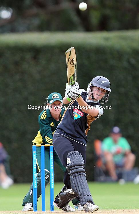 Amy Satterthwaite in action for the White Ferns.<br /> Cricket - Rosebowl Series. Twenty20 International - New Zealand White Ferns v Australia, 18 February 2011, Queens Park, Invercargill, New Zealand.<br /> Photo: Rob Jefferies / www.photosport.co.nz