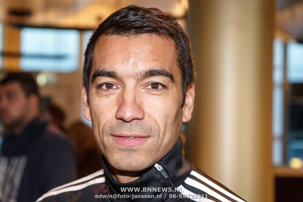 NLD/Rotterdam/20151207 - Reanimatiecursus Feyenoord selectie + bn'ers leren samen reanimeren, Giovanni van Bronckhorst