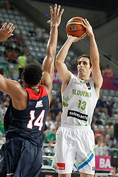 09.09.2014, City Arena, Barcelona, ESP, FIBA WM, Slowenien vs USA, im Bild Slovenia's Domen Lorbek (r) and USA's Anthony Davis // during FIBA Basketball World Cup Spain 2014 match between Slovenia and USA at the City Arena in Barcelona, Spain on 2014/09/09. EXPA Pictures © 2014, PhotoCredit: EXPA/ Alterphotos/ Acero<br /> <br /> *****ATTENTION - OUT of ESP, SUI*****
