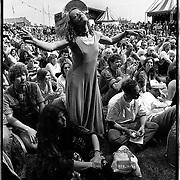 Nederland-Terschelling-11-06-1994.<br /> Oerol festival, het groene strand luisteren naar muziek.<br /> Foto: Sake Elzinga