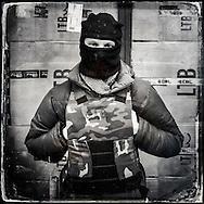 © Benjamin Girette / IP3 press : Kiev le 26 Fevrier 2014 : Vitaf, 31 ans, manifestant anti Yanukovitch garde un magasin utilisé par son groupe comme lieu de repos à l'entrée de la place de l'indépendance rue Khreshchatyk.