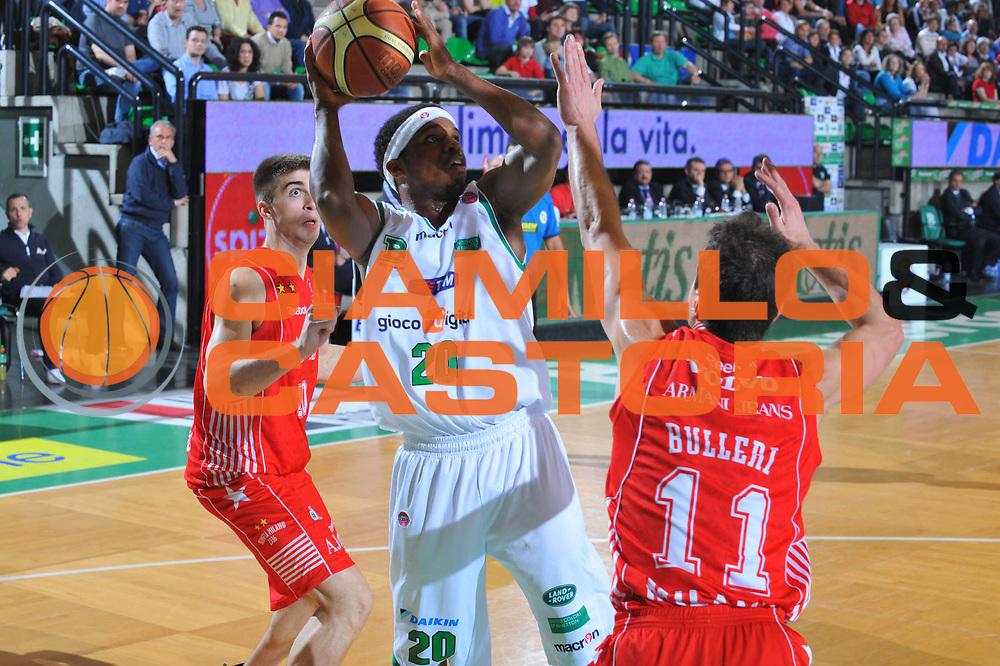 DESCRIZIONE : Treviso Lega A 2009-10 Basket Benetton Treviso Armani Jeans Milano<br /> GIOCATORE : Bobby Dixon<br /> SQUADRA : Benetton Treviso<br /> EVENTO : Campionato Lega A 2009-2010<br /> GARA : Benetton Treviso Armani Jeans Milano<br /> DATA : 16/05/2010<br /> CATEGORIA : Tiro<br /> SPORT : Pallacanestro<br /> AUTORE : Agenzia Ciamillo-Castoria/M.Gregolin<br /> Galleria : Lega Basket A 2009-2010 <br /> Fotonotizia : Treviso Campionato Italiano Lega A 2009-2010 Benetton Treviso Armani Jeans Milano<br /> Predefinita :